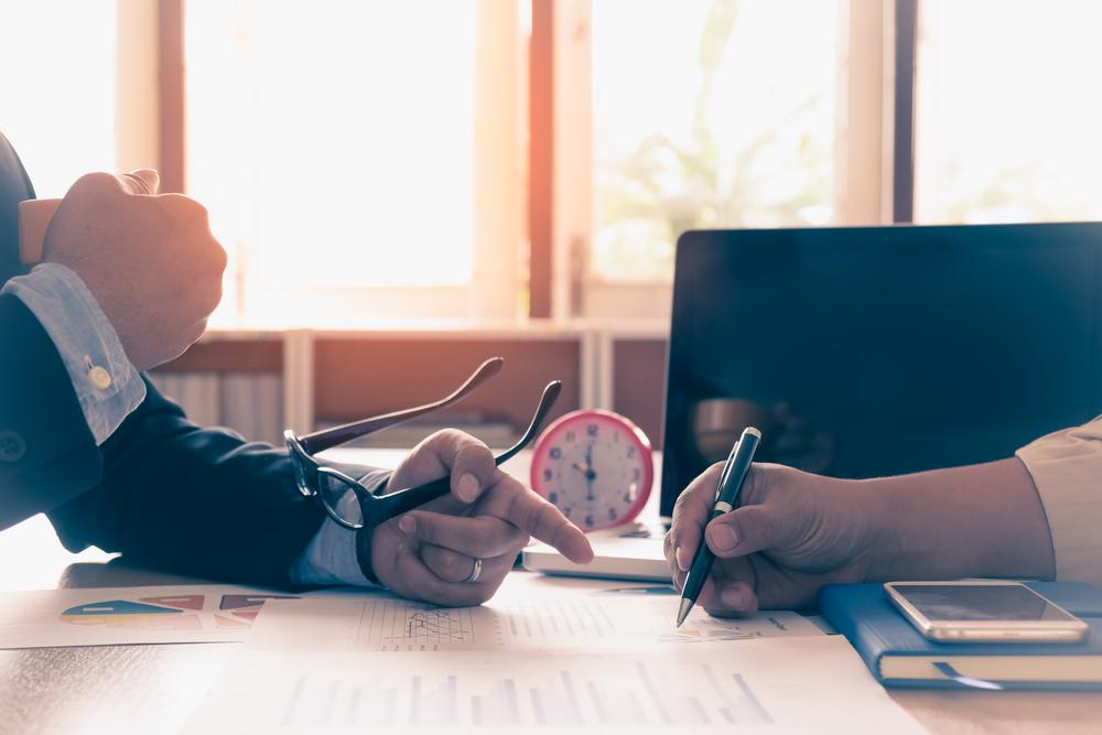 4 tvrdenia ako dôkaz toho, že finančný poradca vás zavádza