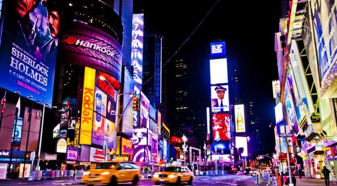 Svetelná reklama je časť signmakingu, teda odvetvia zaoberajúceho sa výrobou značenia a nosičov reklamných informácií.